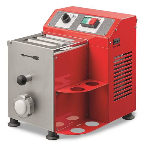 Electric fresh pasta machine for the production of 2,5 kg per hour and tank with a capacity of 1,3 kg.