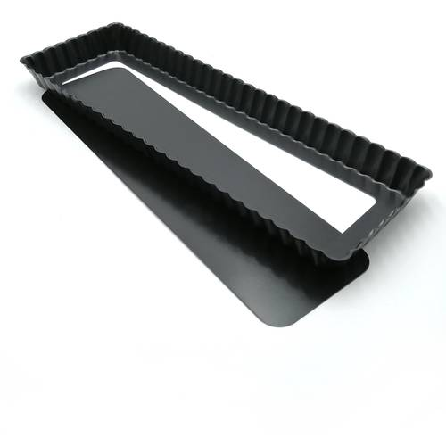 Non-stick rectangular fluted cake tin mould with removable bottom