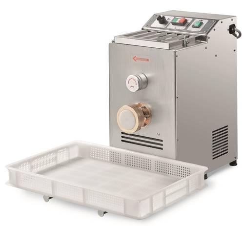 Macchina elettrica per pasta fresca produzione oraria 8 kg capacità 4 kg.