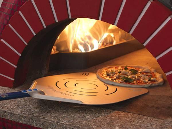 Pala da pizza forata o piena